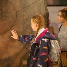 Doctor Who: Jenna-Louise Coleman e una giovane attrice nell'episodio In The Forest Of The Night