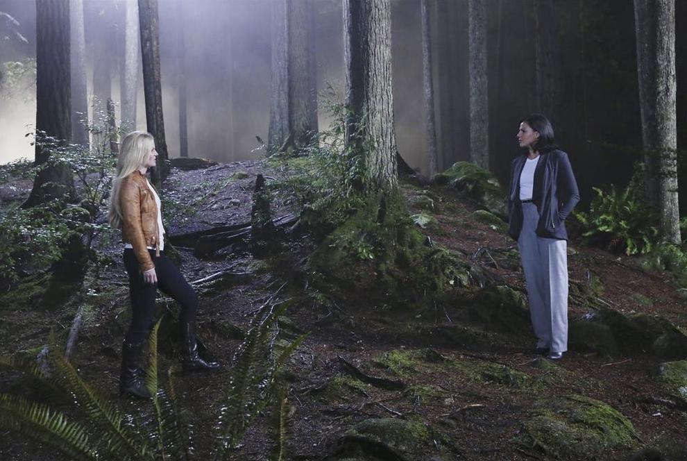 C'era una volta: Jennifer Morrison e Lana Parrilla nella puntata intitolata Breaking Glass