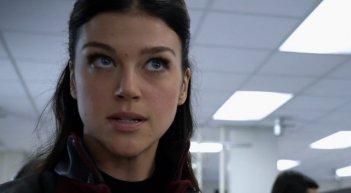 Agents of S.H.I.E.L.D.: Adrianne Palicki in una scena di A Hen in the Wolf House