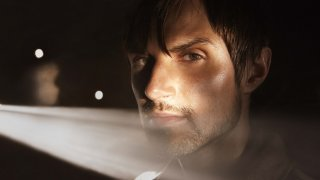 The Walking Dead: Andrew J. West in una scena di Un tetto e quattro mura