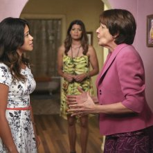 Jane the Virgin: Gina Rodriguez, Andrea Navedo e Ivonne Coll in Chapter Three