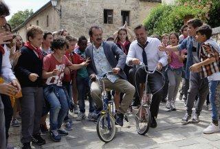 La scuola più bella del mondo: Rocco Papaleo e Christian De Sica giocolieri tra gli studenti