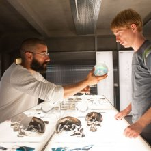 Ex Machina: Domhnall Gleeson e Oscar Isaac in una scena del film fantascientifico