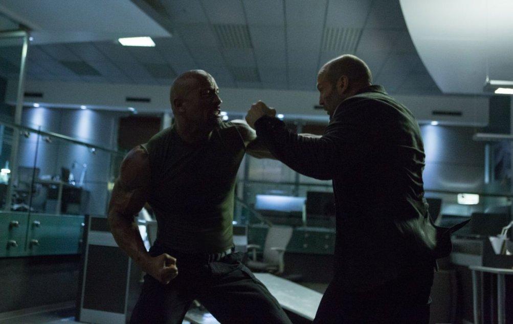 Fast & Furious 7: Dwayne Johnson e Jason Statham si affrontano senza esclusione di colpi in una scena