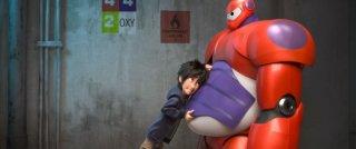 Big Hero 6: Hiro e Baymax in una tenera scena del film d'animazione