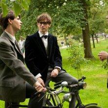 La Teoria del Tutto: James Marsh con Eddie Redmayne e Harry Lloyd sul set