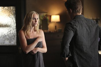 The Vampire Diaries: Candice Accola e Paul Wesley in The World Has Turned and Left Me Here