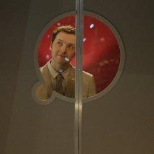 Doctor Who: Chris Addison in una scena dell'episodio Dark Water