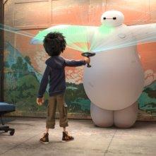 Big Hero 6: Hiro e Baymax in un momento del film d'animazione
