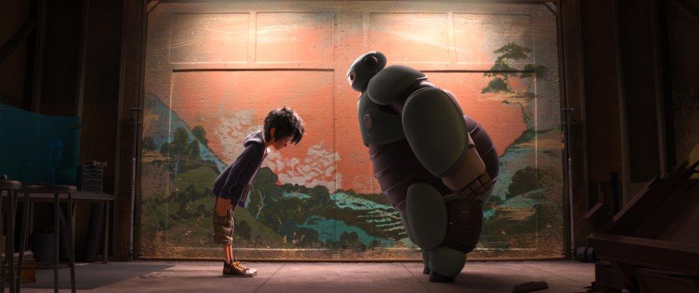 Big Hero 6: Hiro con il suo amico robot Baymax in un'immagine del film