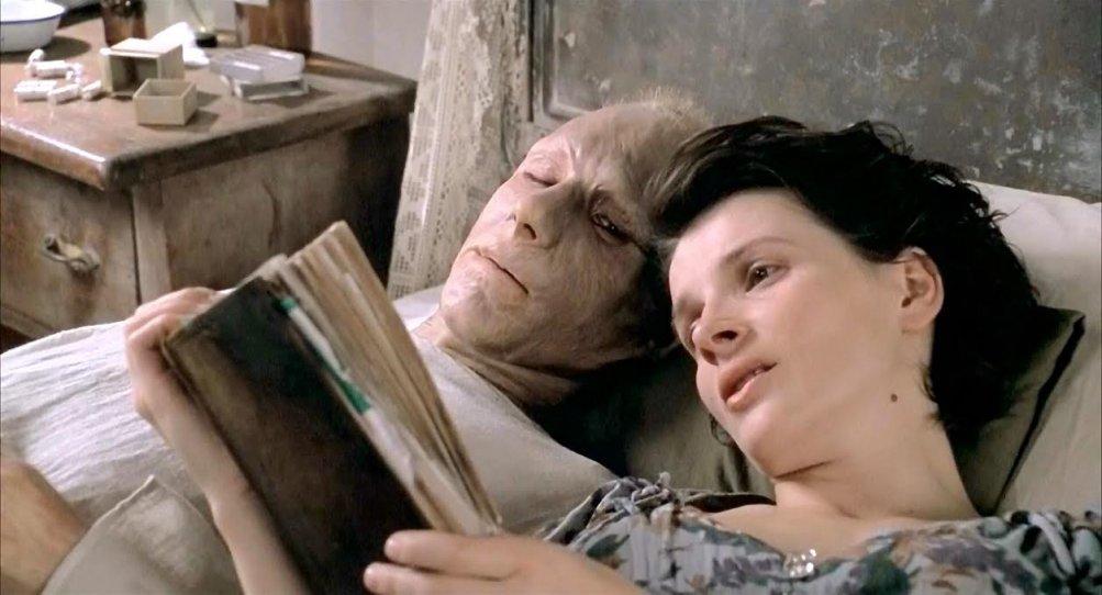 Il paziente inglese: Ralph Fiennes e Juliette Binoche in una scena del film di Anthony Minghella
