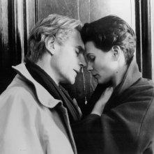 Juliette Binoche e Jeremy Irons in una scena de Il danno