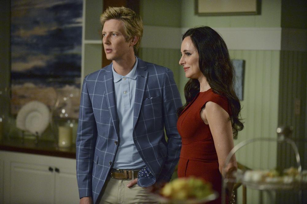 Revenge: Madeleine Stowe e Gabriel Mann in una scena dell'episodio intitolato Damage