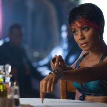 Gotham: l'attrice Jada Pinkett Smith in una scena dell'episodio L'ombrello del Pinguino