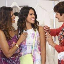 Jane the Virgin: Andrea Navedo, Gina Rodriguez e Ivonne Coll in Chapter Four