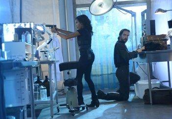 Sleepy Hollow: i protagonisti Nicole Beharie e Tom Mison in Deliverance