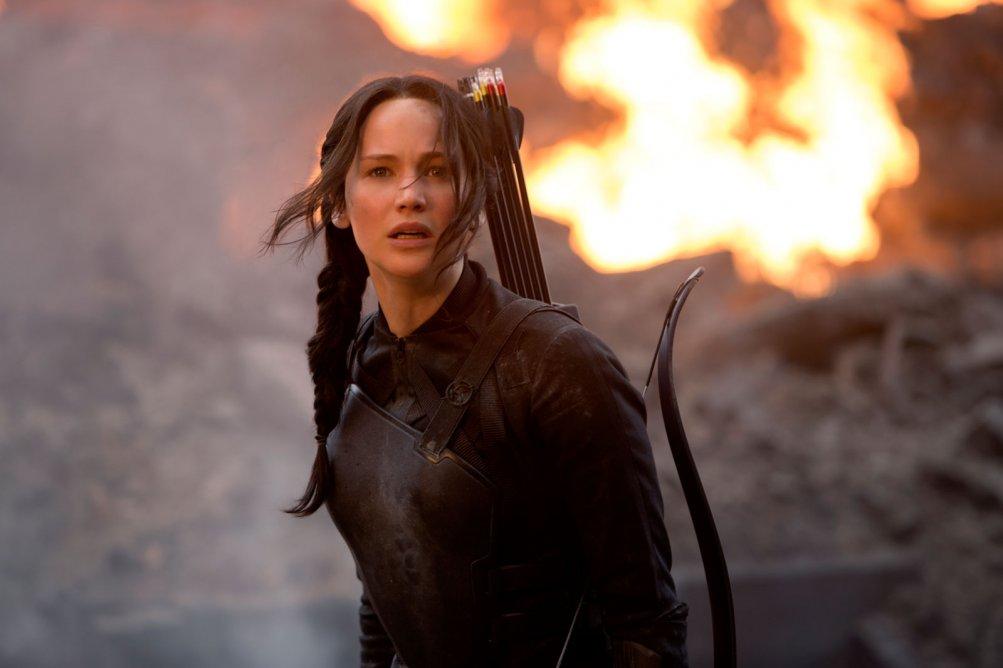 Hunger Games: Il Canto della Rivolta - Parte 1: Jennifer Lawrence in una scena infuocata del film