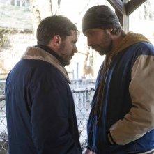 Chi è senza colpa: Tom Hardy faccia a faccia con Matthias Schoenaerts in una scena