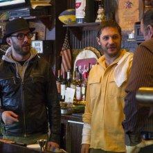 Chi è senza colpa: Tom Hardy, James Gandolfini e il regista Michaël R. Roskam sul set