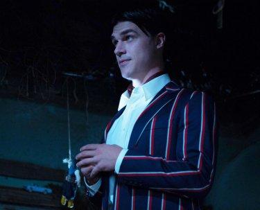 American Horror Story Freak Show: l'attore Finn Wittrock nella puntata intitolata Pink Cupcakes