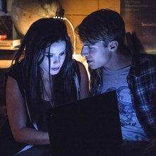 Arrow: Emily Bett Rickards e Nolan Funk nell'episodio intitolato The Secret Origin of Felicity Smoak