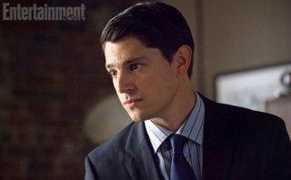 Gotham: un primo piano di Nicholas D'Agosto nei panni Harvey Dent