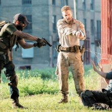 Man Down: Shia LaBeouf, Jai Courtney e Clifton Collins Jr. nella prima immagine