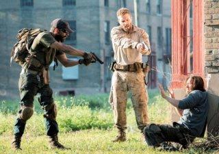 Man Down: Shia LaBeouf, Jai Courtney e Clifton Collins Jr. nella prima immagine