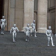 Doctor Who: i Cyberman in una scena dell'episodio Death in Heaven
