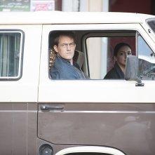 Homeland: Nazanin Boniadi e Maury Sterling in una scena di Redux