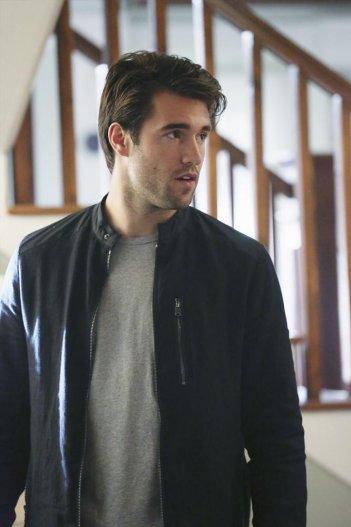 Revenge: Joshua Bowman in una scena dell'episodio intitolato Ambush