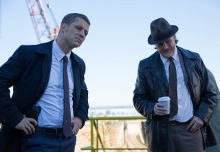 Gotham: i protagonisti Ben McKenzie e Donal Logue in una scena della puntata La maschera