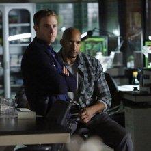 Agents of S.H.I.E.L.D.: Iain De Caestecker e Henry Simmons in una scena di The Writing on the Wall