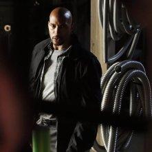 Agents of S.H.I.E.L.D.: l'attore Henry Simmons in una scena della puntata The Writing on the Wall