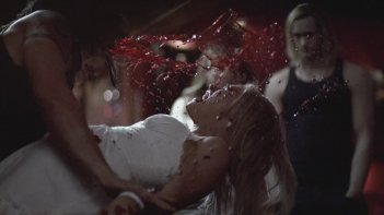 True Blood: una scena dell'episodio Il prezzo del sangue