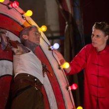 American Horror Story Freak Show: Mat Fraser ed Erika Ervin nella puntata intitolata Bullseye