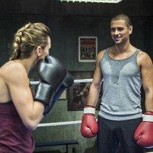 Arrow: Katie Cassidy e J.R. Ramirez in una scena di Guilty