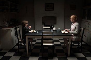 Essie Davis e Noah Wiseman in The Babadook