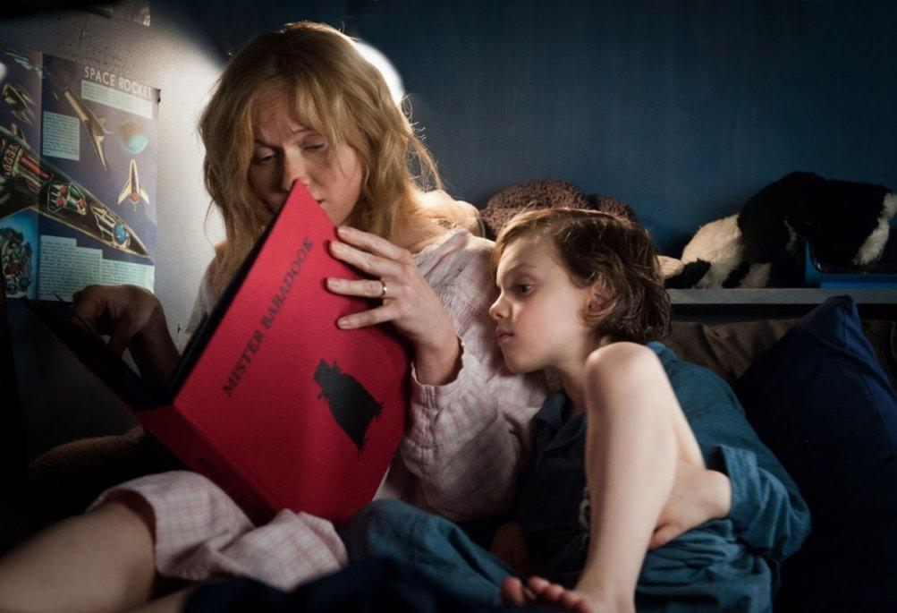 The Babadook: i protagonisti Essie Davis e Noah Wiseman in un'immagine del film