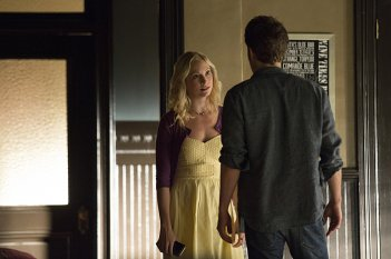 The Vampire Diaries: Candice Accola e Paul Wesley in una scena di Do You Remember the First Time?