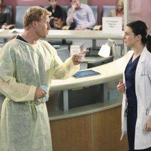 Grey's Anatomy: Kevin McKidd e Caterina Scorsone in una scena di Could We Start Again, Please?
