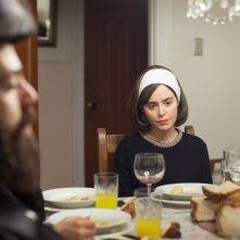 Felix & Meira: Hadas Yaron è Meira in una scena del film