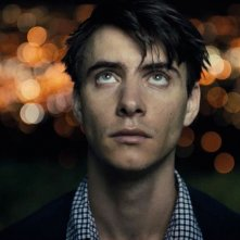 Big Significant Things: Harry Lloyd in una scena del film
