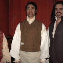 What We Do in the Shadows: Jonathan Brugh con Jemaine Clement e Taika Waititi in una foto promozionale