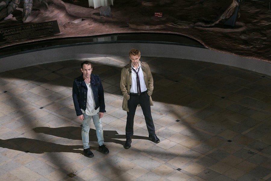 Constantine: gli attori Jonjo O'Neill e Matt Ryan in A Feast of Friends