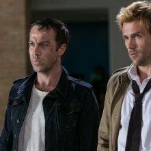 Constantine: Jonjo O'Neill e Matt Ryan nella puntata A Feast of Friends