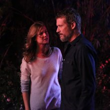 Revenge: Emily VanCamp e James Tupper in Contact