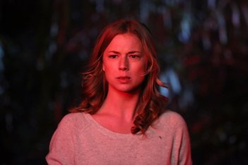 Revenge: l'attrice Emily VanCamp nell'episodio Contact