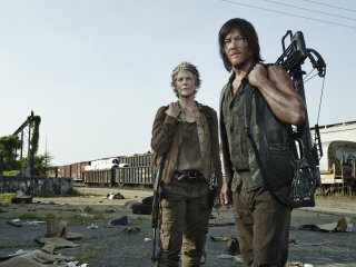 The Walking Dead: Melissa McBride e Norman Reedus in Consumed