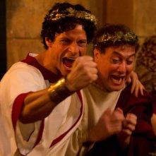 Ogni maledetto Natale: Corrado Guzzanti con Andrea Sartoretti esultano in una scena del la commedia